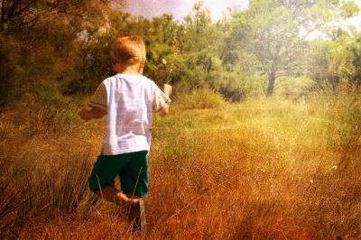 dítě v pastvině